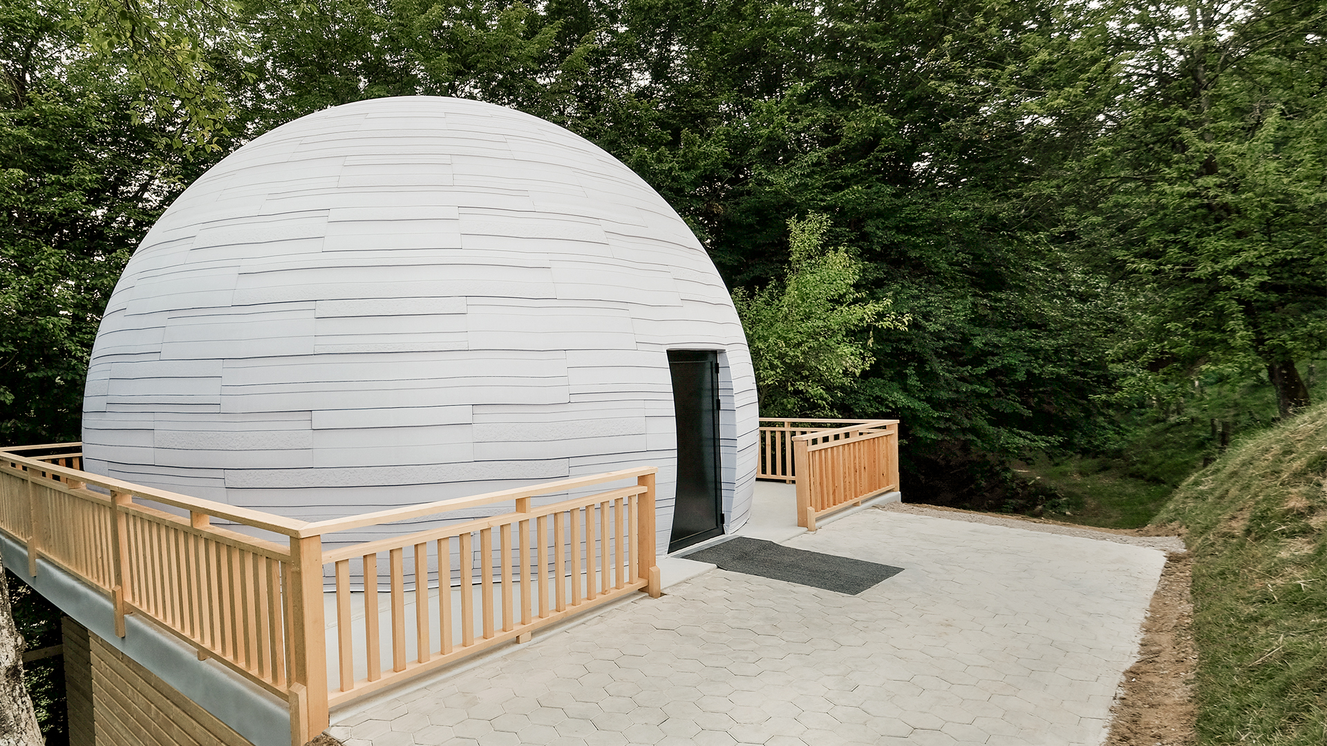 Front Pictures supplies semi-permanent planetarium to Slovenia
