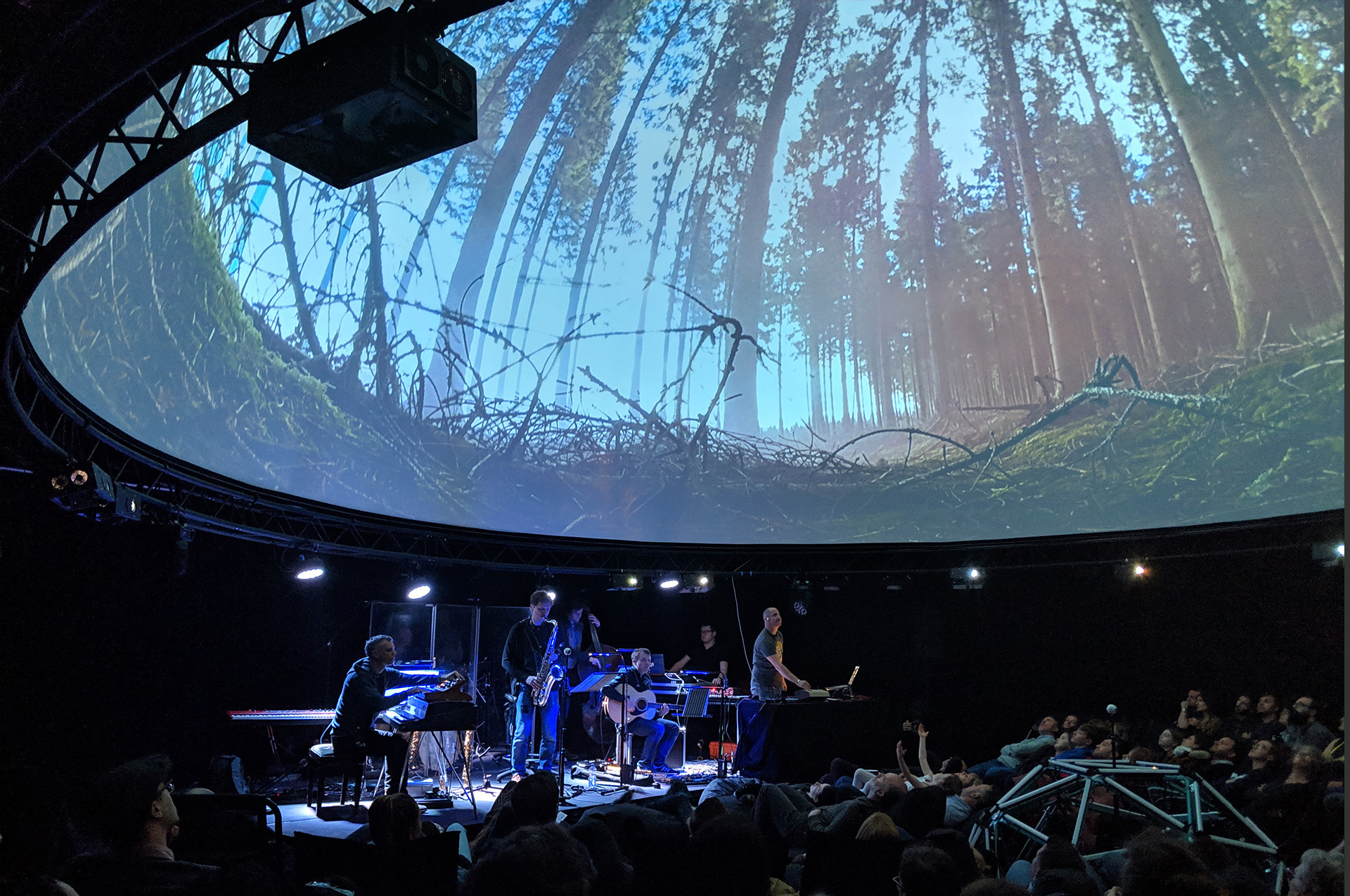 Juniper immersive performance in a 12m dome powered by Screenberry media server